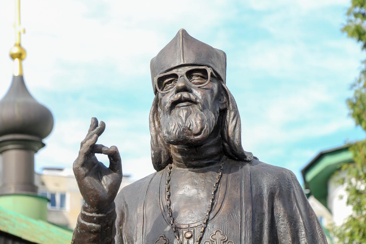 иоанн крестьянкин памятник